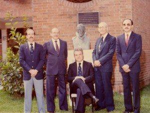 De derecha a izquierda: Dr. Augusto Zelaya, Dr. Enrique Estrada, Dr. Ramiro Alfaro, Dr. Augusto Hurtarte y Dr. Estuardo Zachrisson